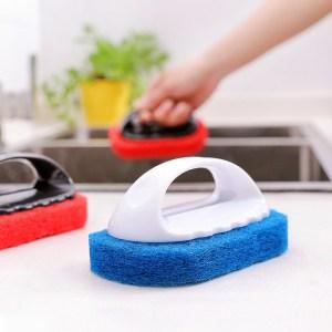 éponge vaisselle avec manche blanche bleue