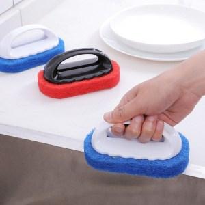 éponge vaisselle avec manche bleue rouge